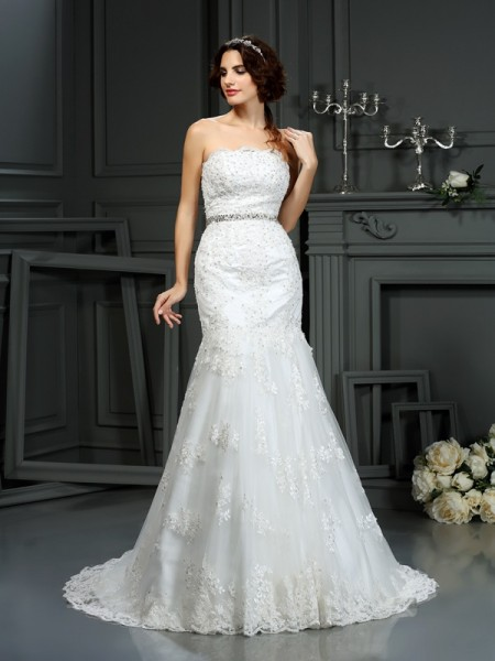 Trumpet/Mermaid Strapless Beading Long Lace Wedding Dress