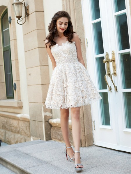 A-Line/Princess Sweetheart Rhinestone Short/Mini Lace Dress