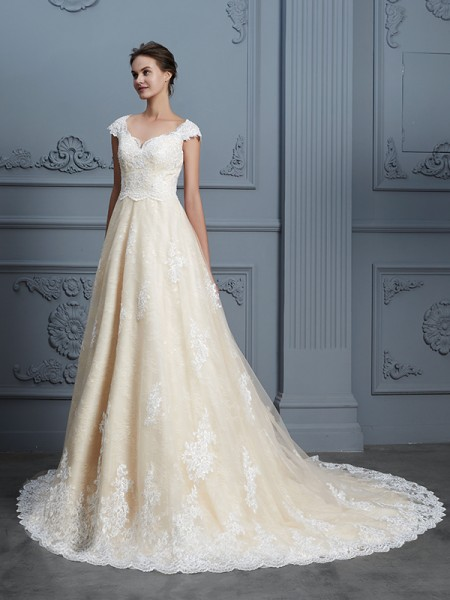 Ball Gown Sweetheart Beading Sleeveless Court Train Lace Wedding Dress