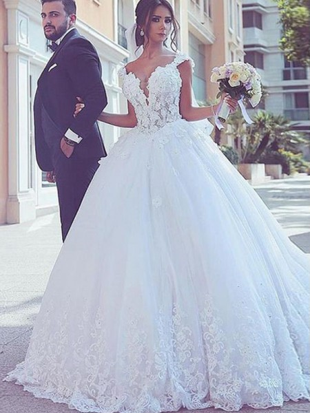 Ball Gown Sweetheart Sleeveless Sweep/Brush Train Wedding Tulle Dresses with Lace