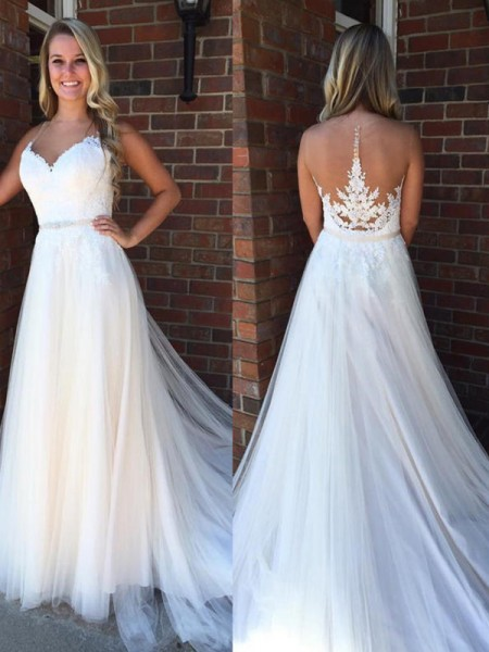 A-Line/Princess Scoop Sleeveless Applique Court Train Tulle Wedding Dress
